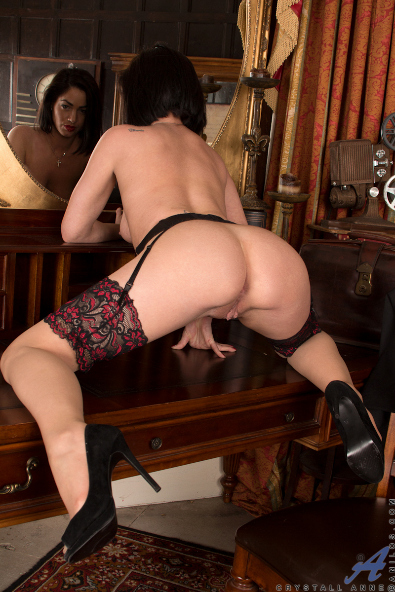 Stocking Wore Brunette Lady Shows Hot Figure And Rubbing -9983