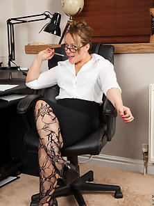 Mature secretary shows her big round ass in some hot lingerie