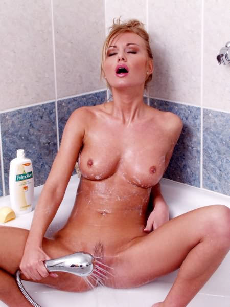 Mature Woman Reveals Pussy During Shower