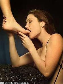 Aimee Sweet explores her foot fetish