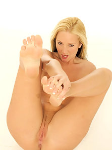 Sexy blonde barefoot hottie licks the jizz off her toes after a hard fuck