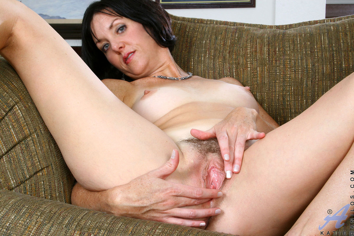Son fingers moms pussy free porn images