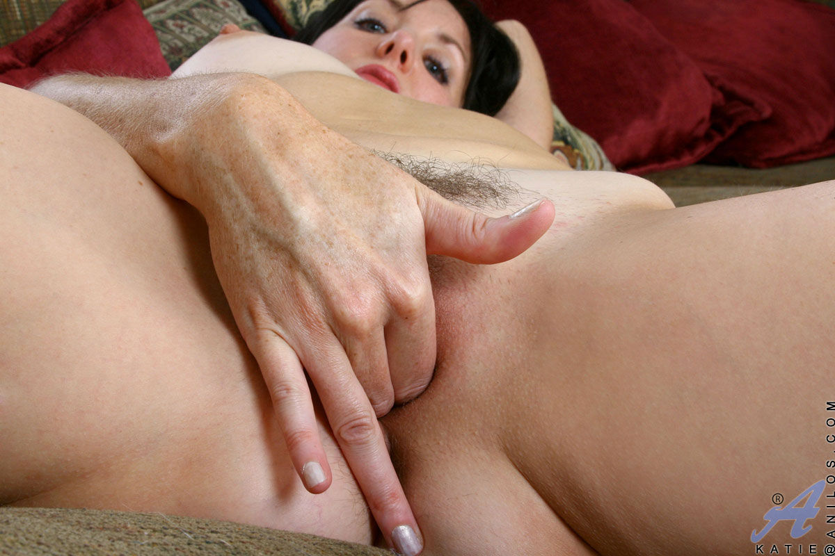 Mom Fingering Pussy 183713 | Enticing mature mom spreads he