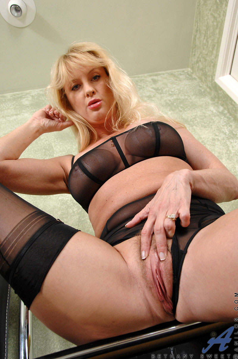 Check out Anilos Bethany Sweet as she nails her hairy cougar pussy ...