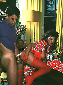 Classy eighties mom loves to play with cock