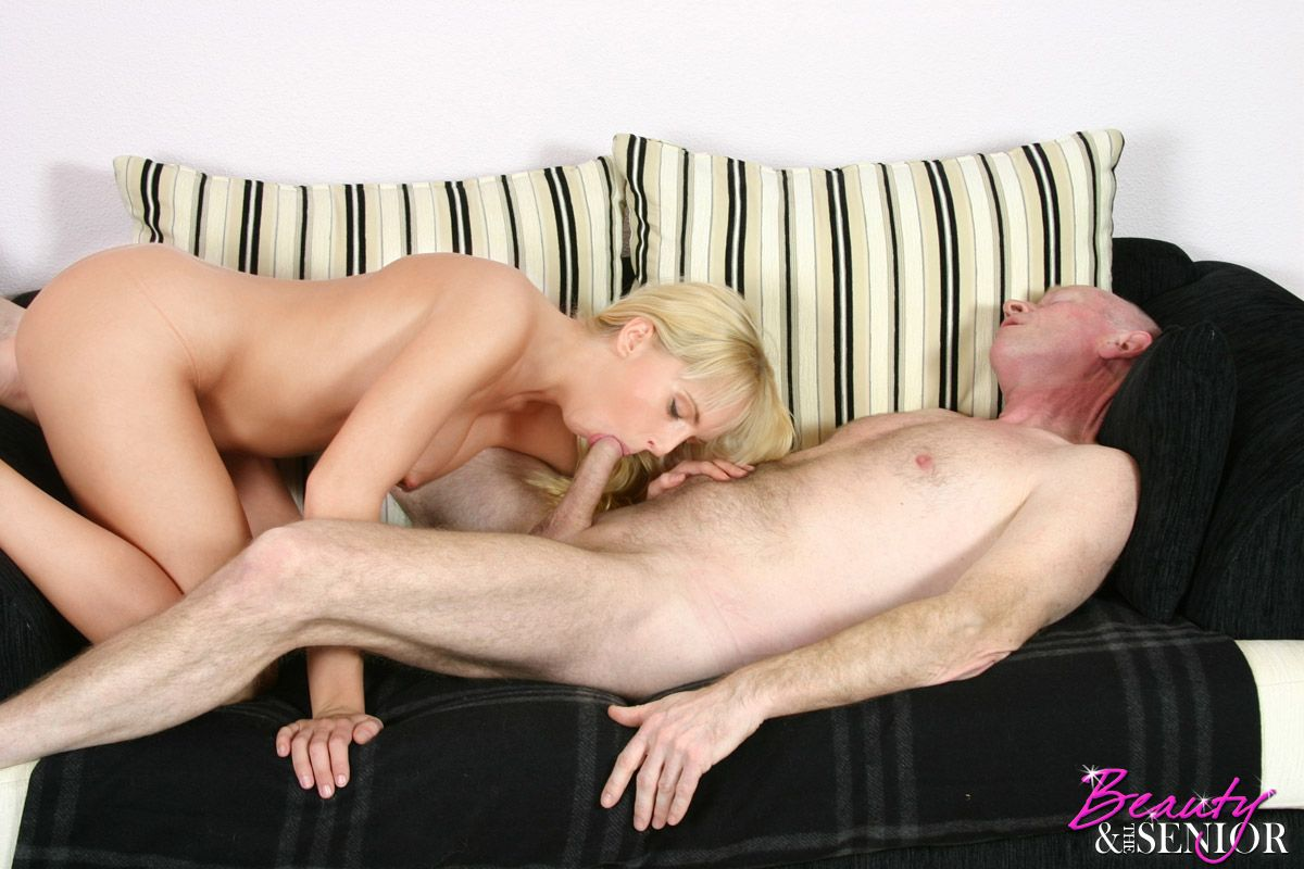 Blonde hottie group fucked at home 4