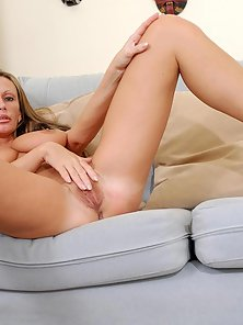 Desirable milf fucks her tight mature pussy with a glass dildo