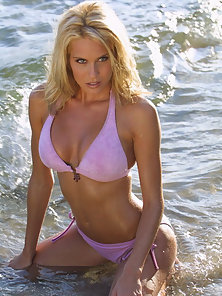 Sexy blonde women gets all wet on the beach in her pink bikini