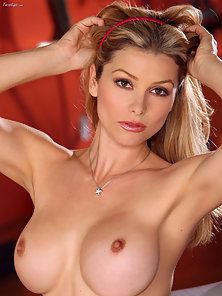 Heather Vandeven pretty in pink pussy.