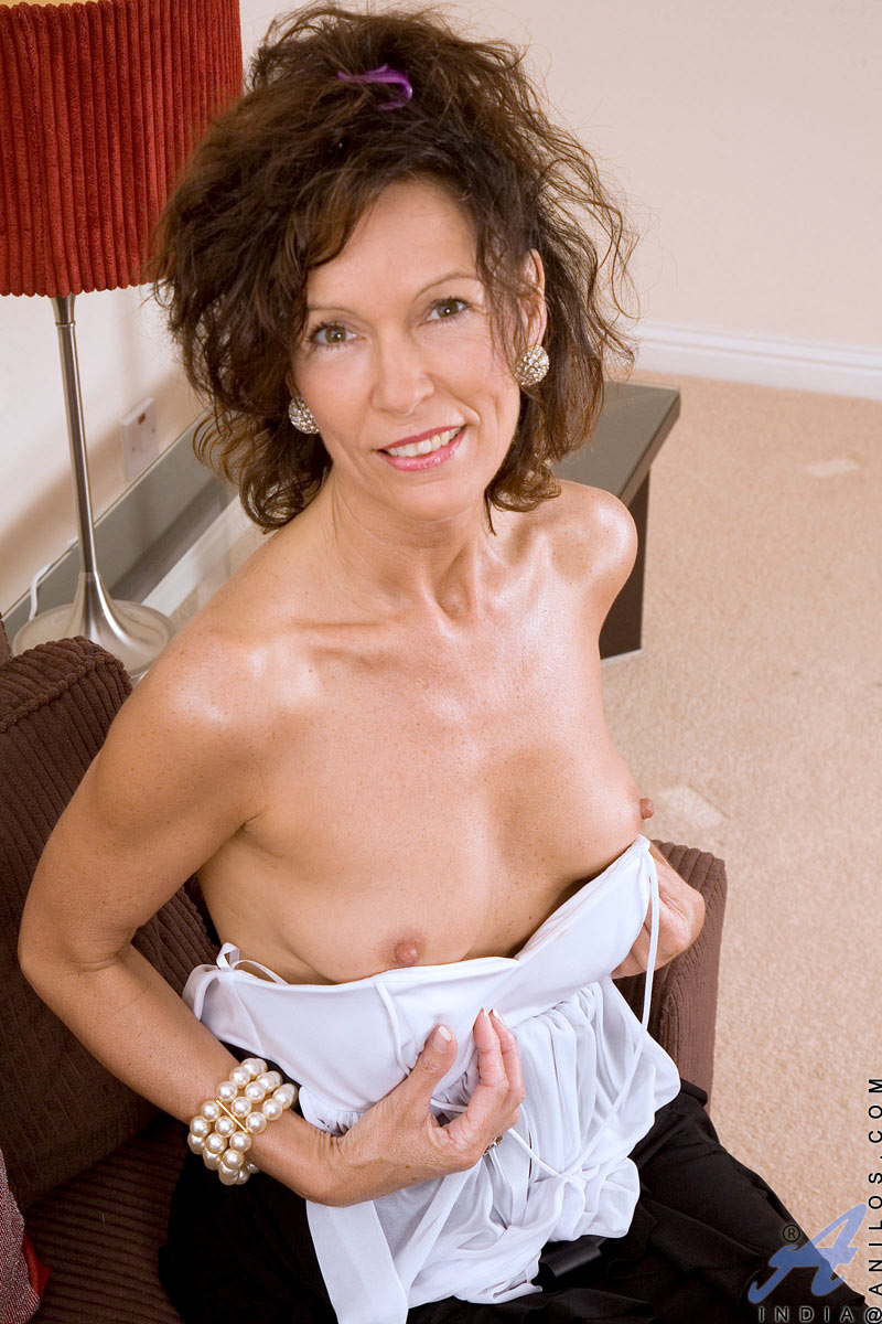 Red tube busty mom