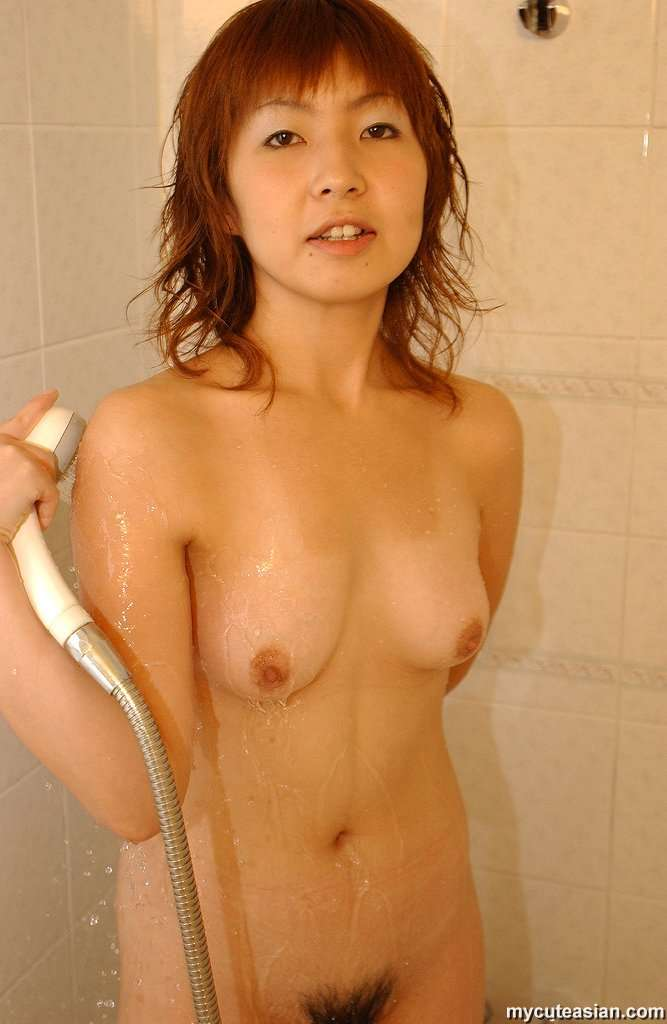 Amateur Asian Girl Sharing Her Hot And Sexy Naked Pictures