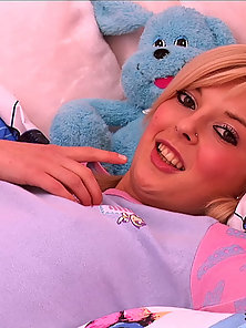 Sunny blond teen wants to know how to use that toy and she does it right giving herself some really