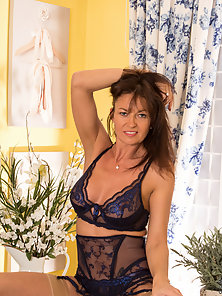 Stocking Wore Brunette Lady Exposes Her Sexy Lingerie Figure