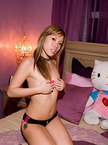 Yummi lee and her hellokitty teddy