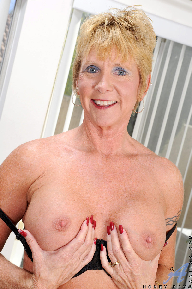 Sexy Blonde Mature Granny Fingers Her Pierced Pussy While -1583