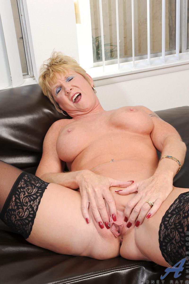 Skinny mature shaved pierced pussy-9028