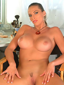 Sondra Hall shows off her bigtits nice round ass