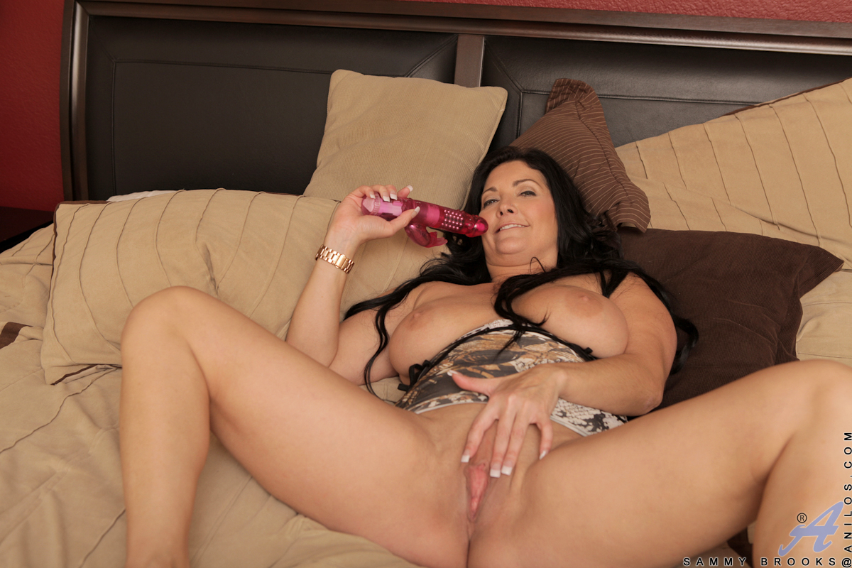 Busty Mom Next Door Fucks Her Pussy Hard With A Gyrating -7161