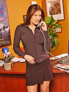 Busty office girl Austin Kincaid needs help with her computer