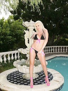 Kelly Taylor bikini striptease