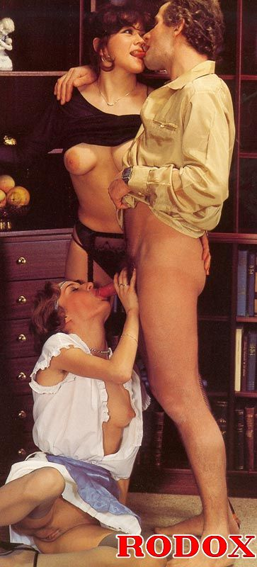 Two Shaved Retro Ladies Sharing His Big Schlong At Home