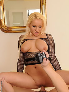 Blondie in black fishnet make homeporn w her bf