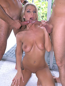 Sammie Rhodes sucking dick and gets penis in her pussy