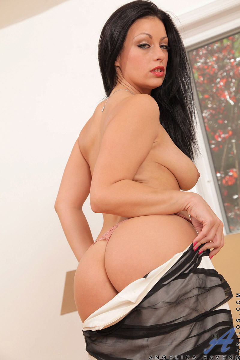 Angelica Bella Hot naughty cougar angelica raven rubs her pussy while having