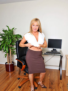 Looking at these free pics of this hot cougar secretary reminds me of my strict college professor wh
