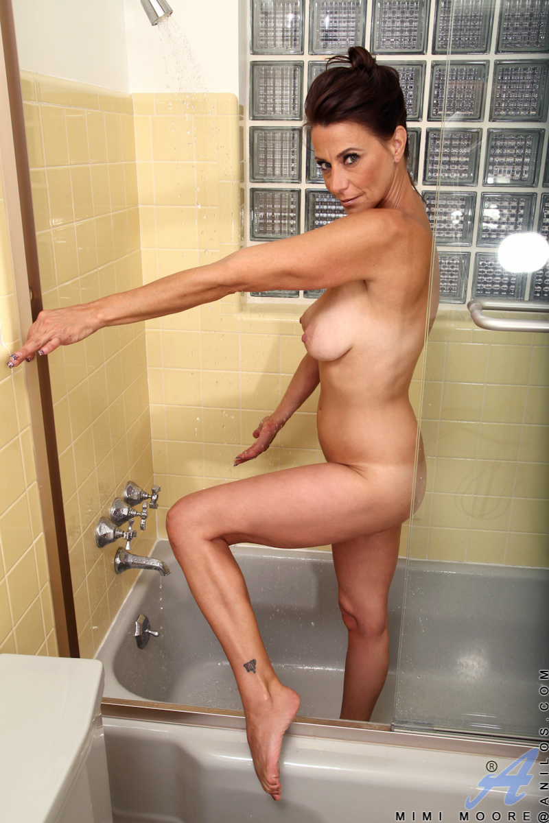 nude brunette in shower jpg 853x1280