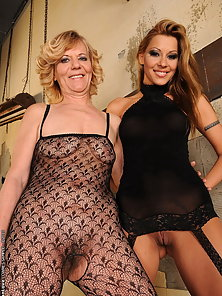 Horny mom in lingerie meets pussy fucking machine