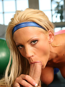 Tall sexy blonde in tight spandex gets fucked by her trainer