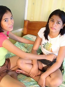 Two Filipino lesbos kissing and fingering