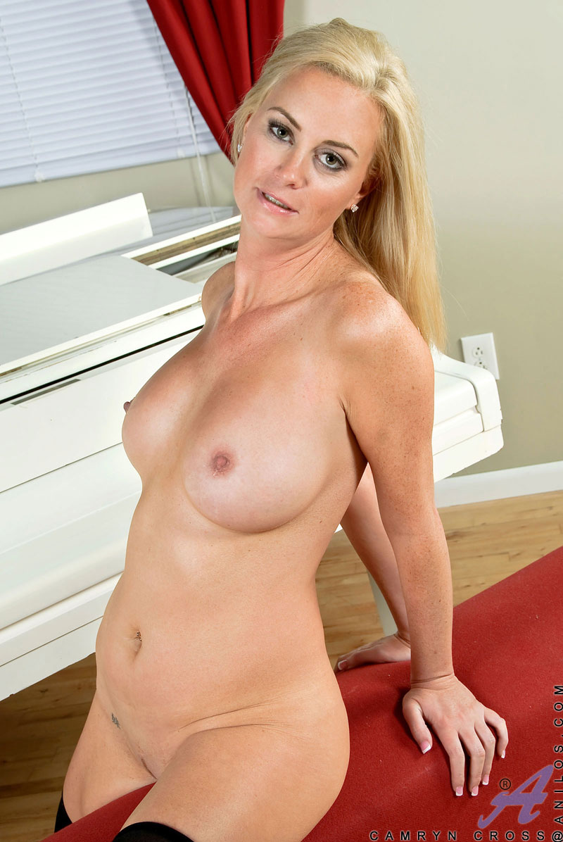 pretty-naked-cougar