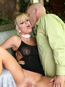 Brooke Belle gets pussy slammed outside