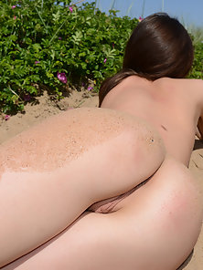 Gorgeous Teen Excitedly Shows Off Her Pussy at Outdoor
