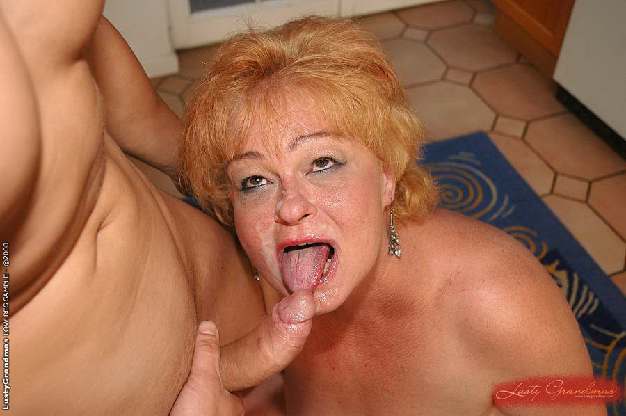 Fat mature fucking by her son friends