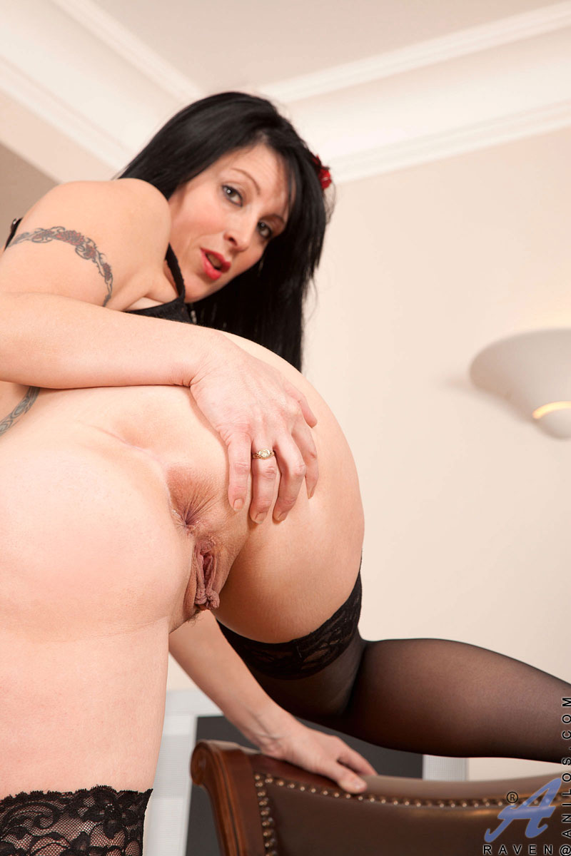 Busty Business Woman Raven Flaunts Her Sultry Milf Body In -5457
