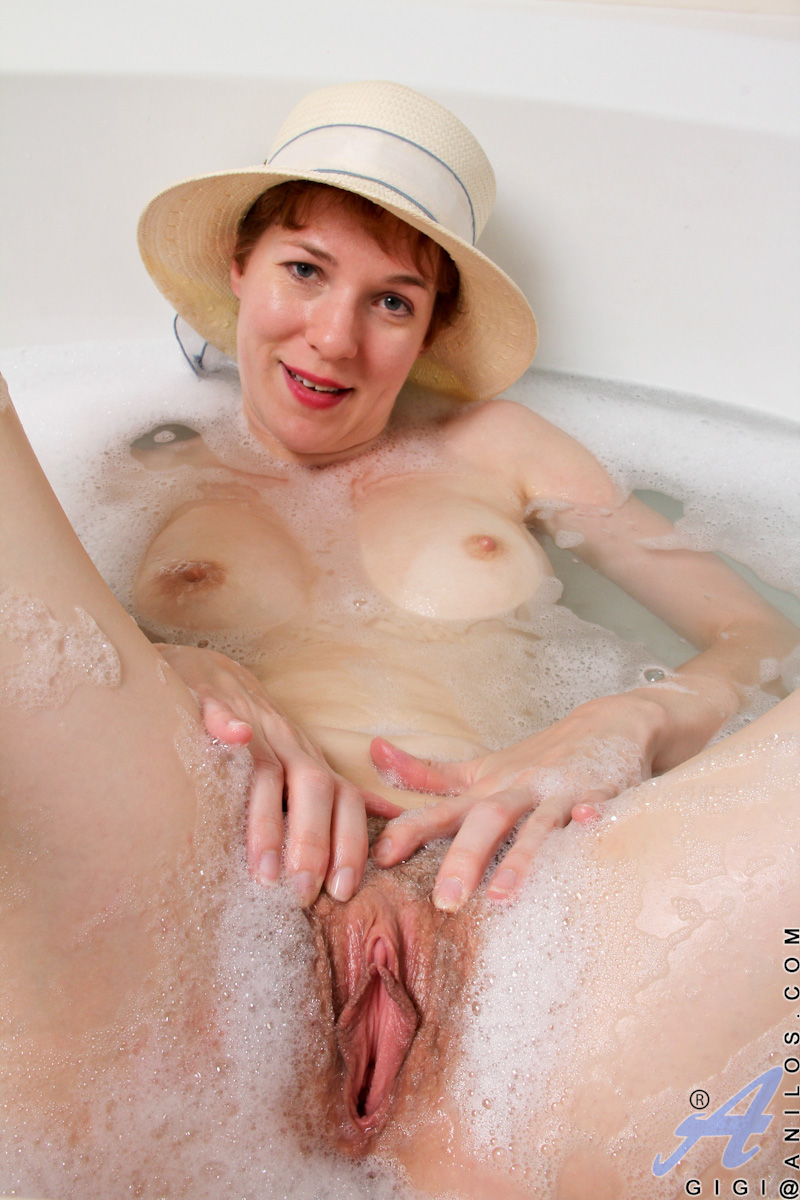 Wet hairy mature cunt