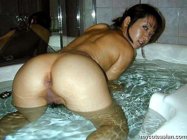 Japanese Wife Shares Her Hot Private Pictures - Ass Point