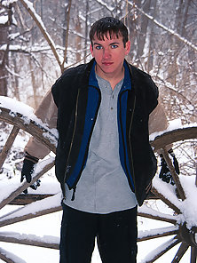 Lusty twink get nude outdoor in the cold snow