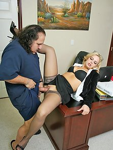 Big titted office girl gets pussy fucked by pizzaman Ron Jeremy