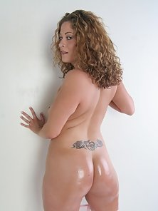 An oiled up ass jiggles like jello while this girl fucks