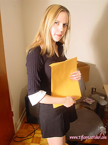 Hot secretary giving a nice upskirt flash