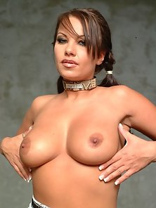 Brunette pornstar in hardcore clit and boobs display