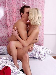 Amateur blonde teen gets pounded on the bed