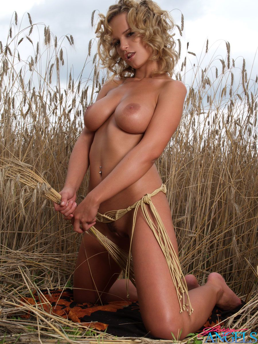 Big Breasted Blonde Hottie Goes Fully Naked On Her Farm -1248