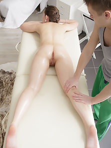 Beauty Full Chick with Nice Body Enjoyed Massage and Banged Deep