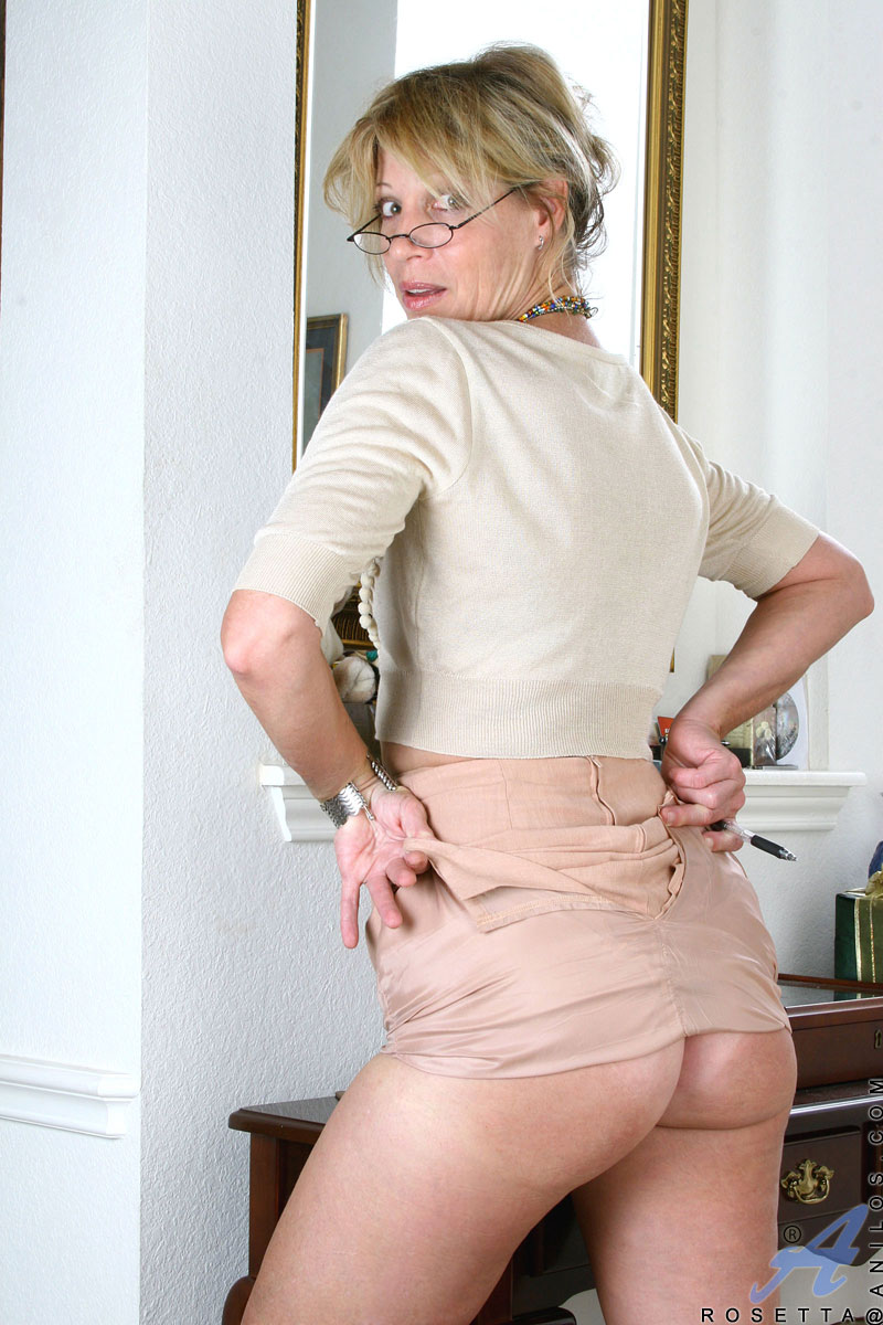 Hot Mature Secretary Peels Off Her Clothes To Reveal Her -5900