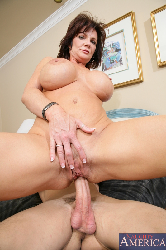 Mature brunette getting key the